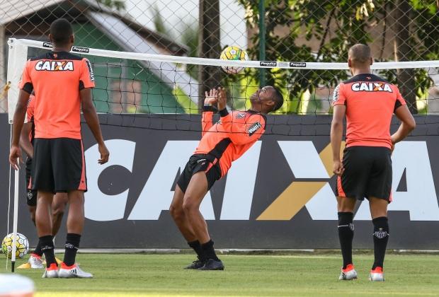O Atlético divulgou a lista de relacionados para a partida contra o  Fluminense com a ausência do zagueiro Edcarlos e a presença do atacante  Robinho. ed7846a183a33