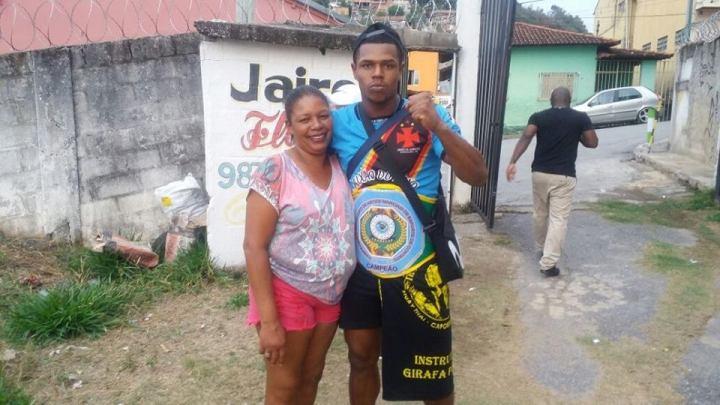 Esmeraldense Juliano César conquista o Cinturão no MUAY THAY e ... c7597b88c5d90